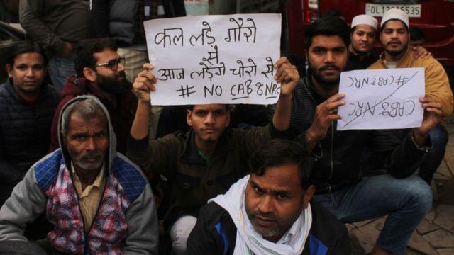 जगह-दिल्ली: ''कल लड़े गोरों से...आज लड़ेंगे चोरों से''