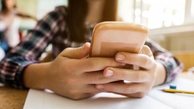 Pesquisa nos EUA apontou que crianças aumentaram o uso de telas mesmo no período do verão, indicando que eletrônicos estão mais presentes em suas vidas