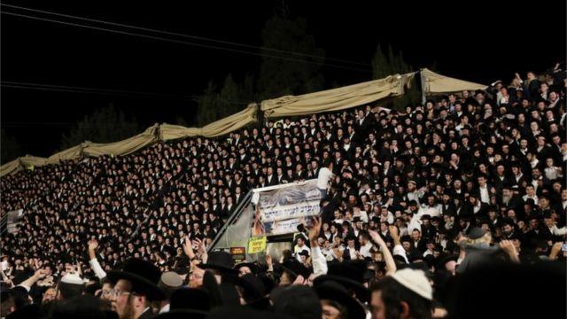 Lag BaOmer kutlamalarına on binlerce kişi katıldı.