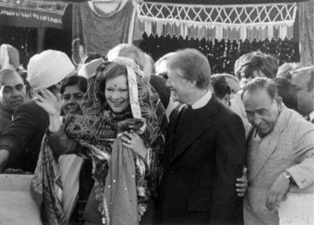 जिमी कार्टर और उनकी पत्नी रोजलीन दौलतपुर नसीराबाद में