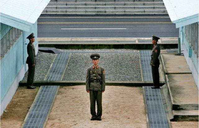 板門店の北朝鮮兵士