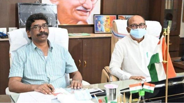 Jharkhand Chief Minister Hemant Saran (left), Assembly Speaker Rabindranath Mahato (right)