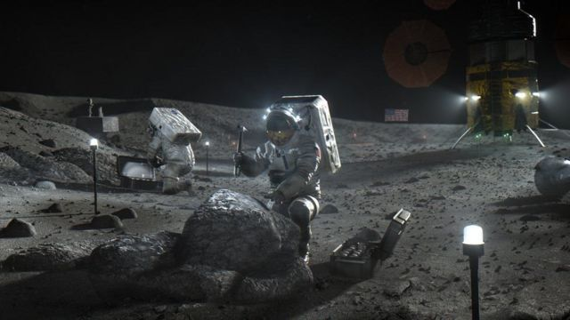 Descripción de un astronauta en la luna.