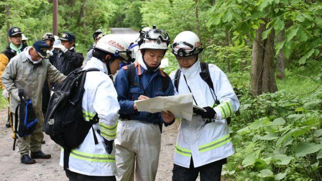 捜索現場で(30日、北海道)