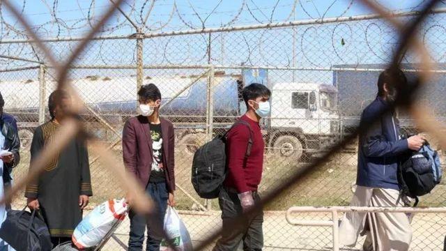 پناهجویان اخراجی افغان در حال بازگشت از ایران
