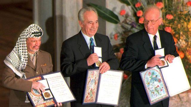 1994年のノーベル平和賞受賞時(写真左から、アラファト氏、ペレス氏、ラビン氏)