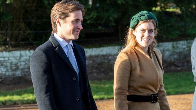 Принцесса Беатрис с женихом в поместье Сандрингам.