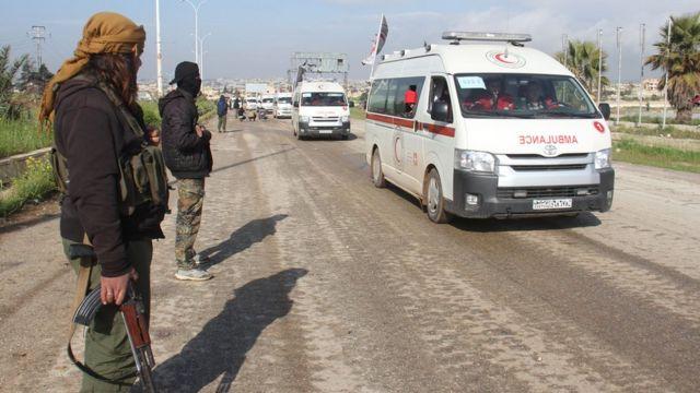 عربات إسعاف تنقل مواطنين من بلدتي كفريا والفوعة