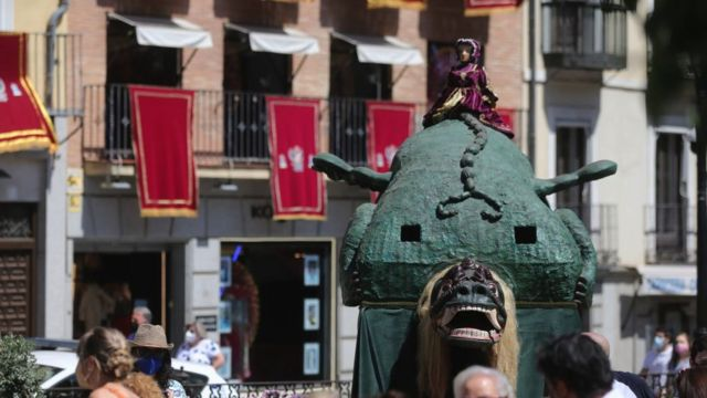 أمام كاتدرائية طليطلة في اسبانيا