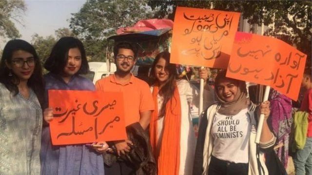 عورت مارچ کے خلاف عدالت میں درخواست سماعت کے لیے منظور - BBC News اردو