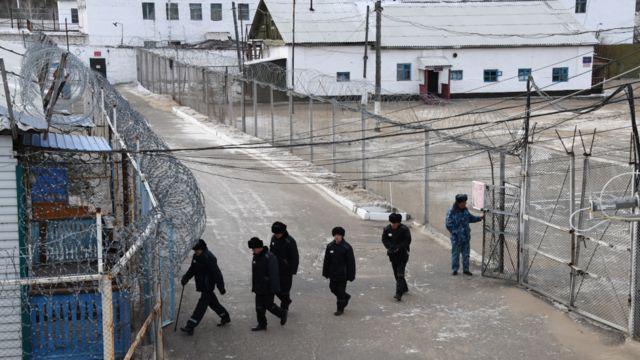 Заключенные на зоне