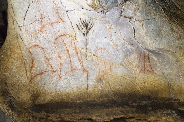 Caverna com desenhos