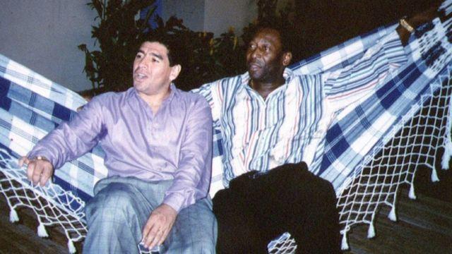 Maradona y Pelé en una foto tomada en Rio en 1995