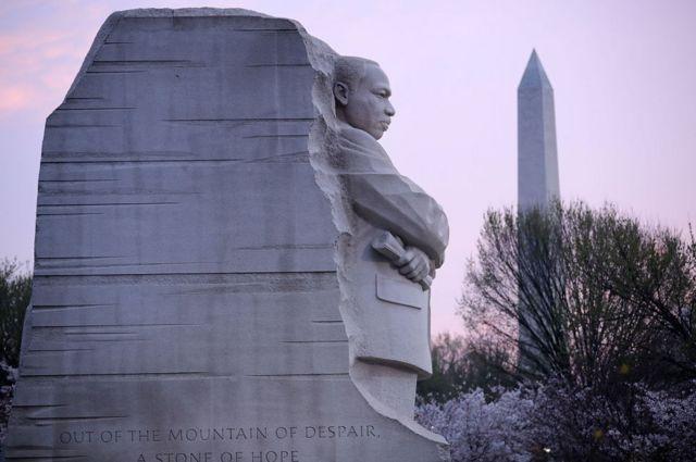 تندیس یادبود مارتین لوترکینگ در سال ۲۰۱۱ در واشنگتن پایتخت آمریکا بنا شد.