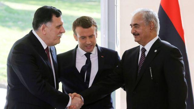 با ابتکار مکرون، ژنرال حفتر (راست) با فائز سراج (چپ) در پاریس ملاقات کرد
