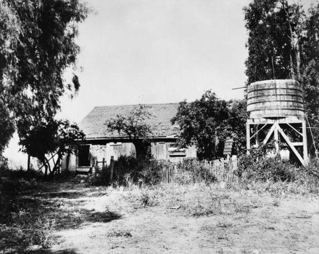 Photograph showing an adobe house inside Rancho Rodeo de las Aguas.