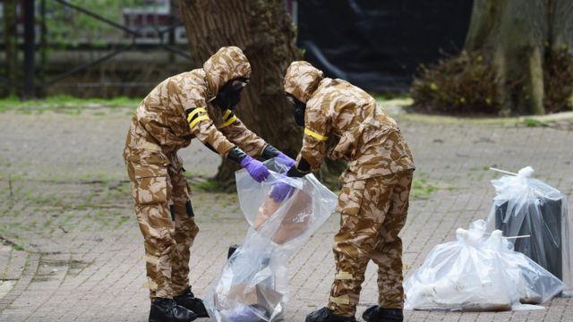 Сотрудники служб безопасности в Солсбери