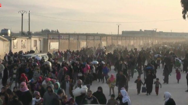 Long queues of refugees