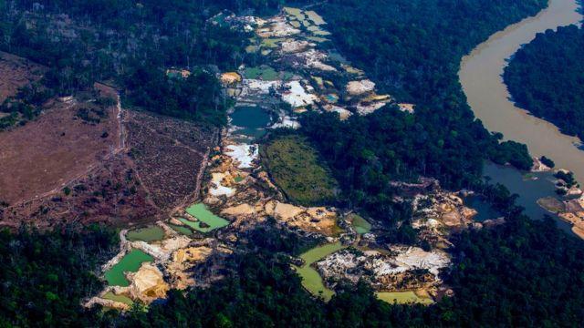Campo de garimpo de ouro Esperança IV, na Amazônia brasileira