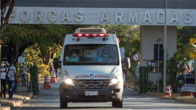 Bolsonaro em ambulância
