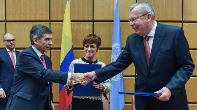 Le représentant colombien, Rafael Pardo Rueda, par ailleurs ministre du Travail et Yury Fedotov, le directeur de l'Office des Nations unies contre la drogue et le crime (ONUDC).