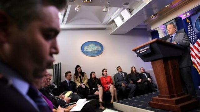 斯派瑟第一次白宫记者会