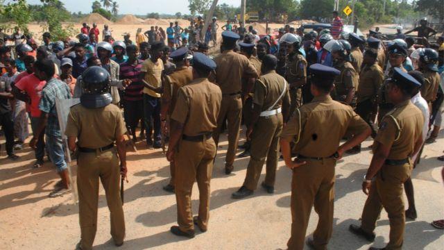 இலங்கை : இளைஞன் பலியானதால் படையினர் - பொது மக்கள் இடையே முறுகல்