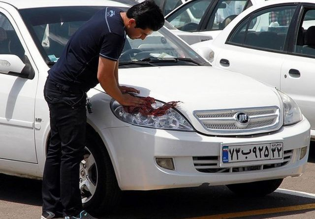 بر اساس اعلام منابع رسمی در ایران خودروسازان ایرانی از ابتدای سال تاکنون حدود پنج هزار و ۵۰۰ میلیارد تومان متضرر شدهاند