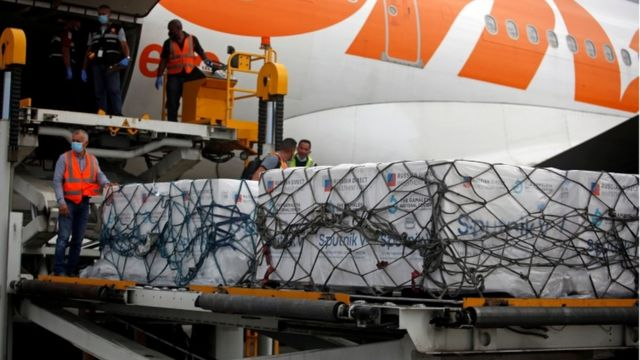 Unloading of the Russian vaccine at the Caracas airport.