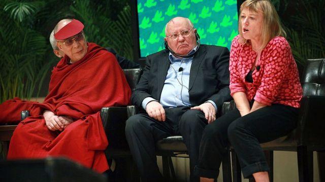 Jody Williams, Gorbachev y el Dalai Lama.