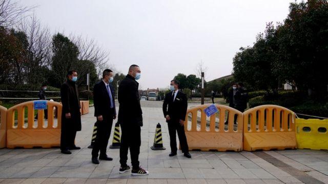 حضور ماموران امنیتی در هتل محل اقامت کارشناسان سازمان بهداشت جهانی
