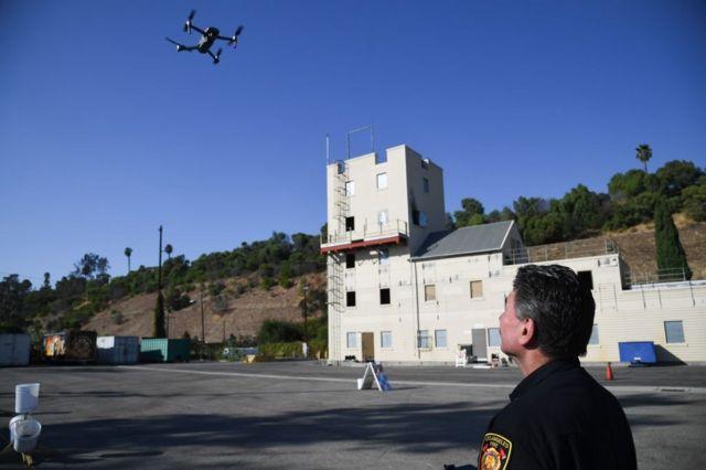 美國洛杉磯的消防員正在試飛無人機。