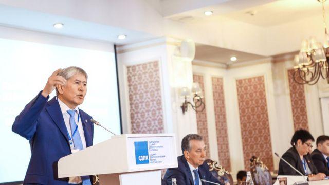 Атамбаев КСДПнын 17-съездинде