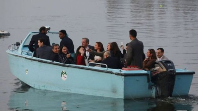 डल झील में सैर करते यूरोपीय संघ के सांसद