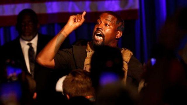 Kanye west yabwiraga abaje mu gikorwa cye nta ndangururamajwi akoresheje