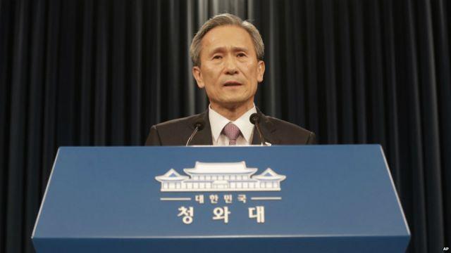 金寛鎮(キムグァンジン)・大統領府国家安保室長が記者会見。ソウル。2015年8月25日。
