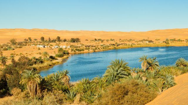 Oasis en el lago Gaberoun, en Libia