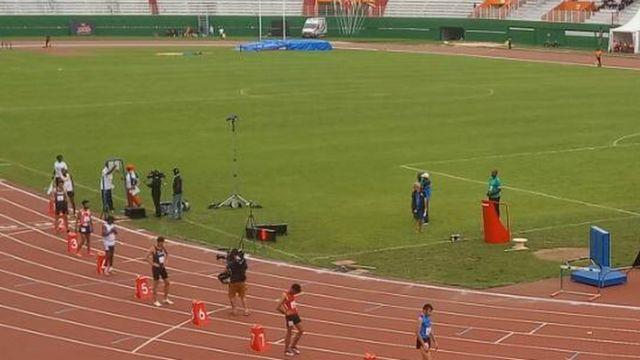 Les athlètes sur la piste avant le départ pour la course