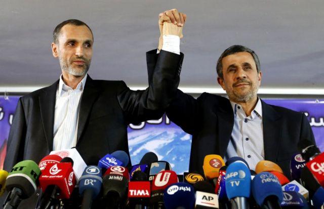 محمود احمدینژاد در کنار معاونش حمید بقایی