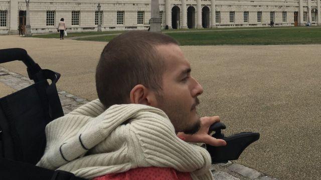Spiridonov en silla de ruedas.