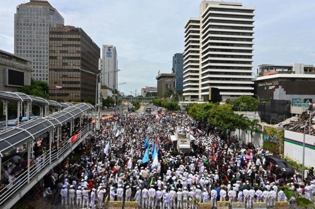 Demo anti-macron di Jakarta.