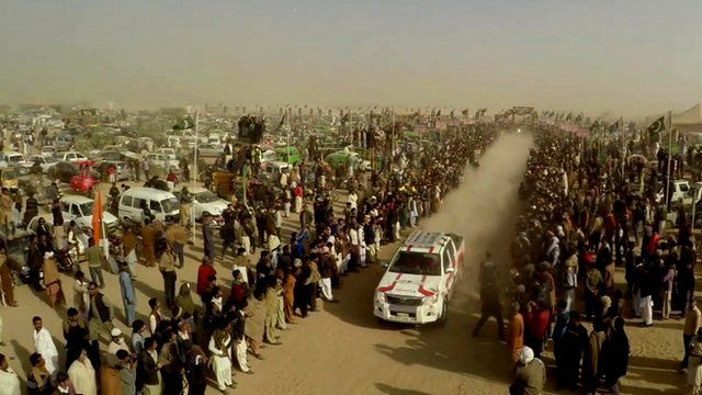 Racing car and crowds in Cholistan Desert