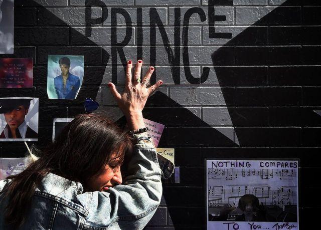 プリンスさんの急死に世界中のファンたちが衝撃を受けた
