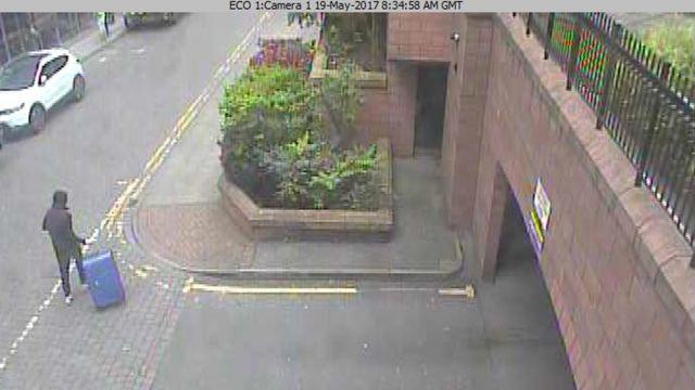 صورة بكاميرات مراقبة نشرتها شرطة مانشيستر لسلمان العبيدي منفذ الهجوم