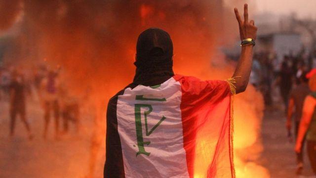 محتجون يتحدون حظر التجوال في بغداد