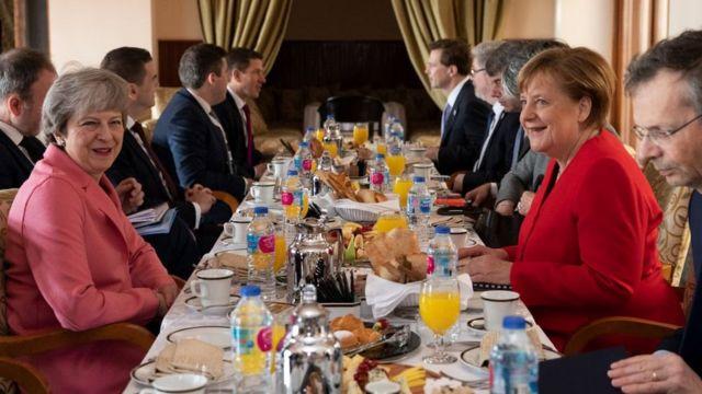 عقد محادثات ثنائية بين الدول المشاركة في القمة أثناء الإفطار في 25 فبراير/شباط 2019 في شرم الشيخ ، مصر، شملت مواضيع الأمن والتجارة والهجرة