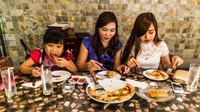 こうしたレストランは増加するベトナムの中間層に人気だ