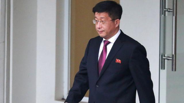 Ông Kim Hyok Chol, đặc phái viên của Bắc Hàn về Mỹ, rời Nhà khách Chính phủ ở Hà Nội, hồi 23/2