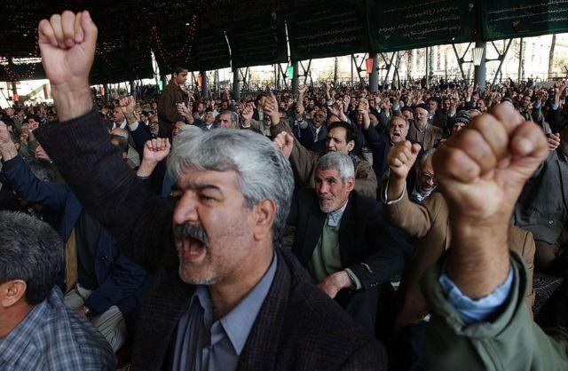 حشود من المصلين