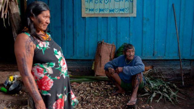 Indígenas en la amazonía de Brasil